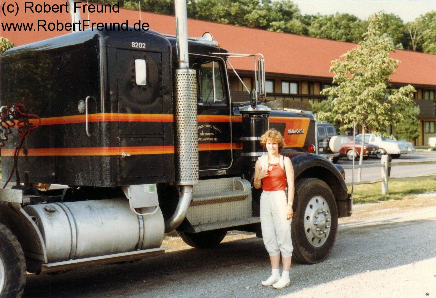 Jutta-bei-einem-Truck-in-Re.jpg
