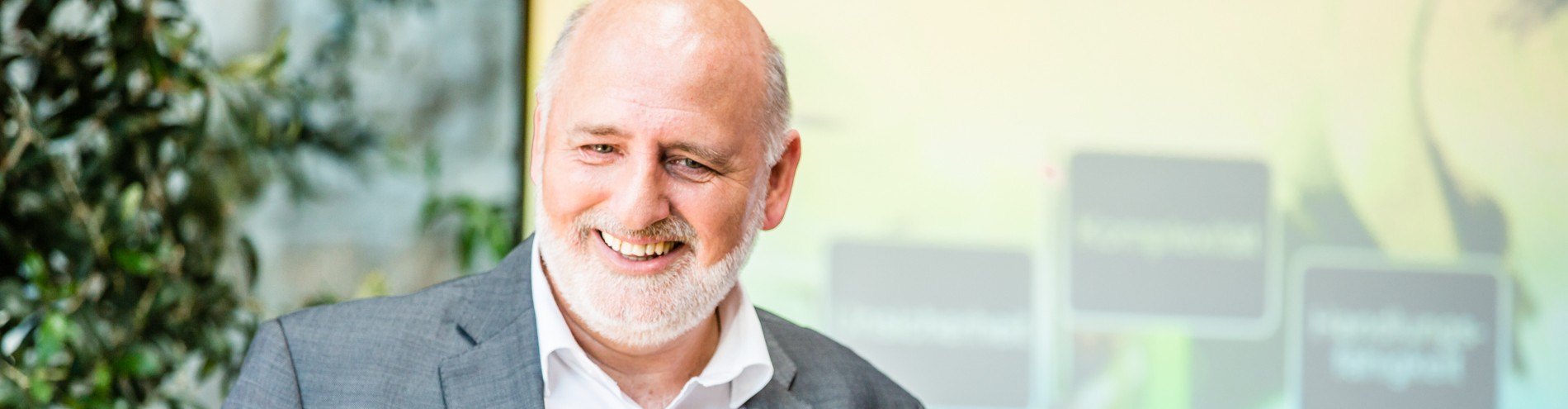 Dr. Robert Freund