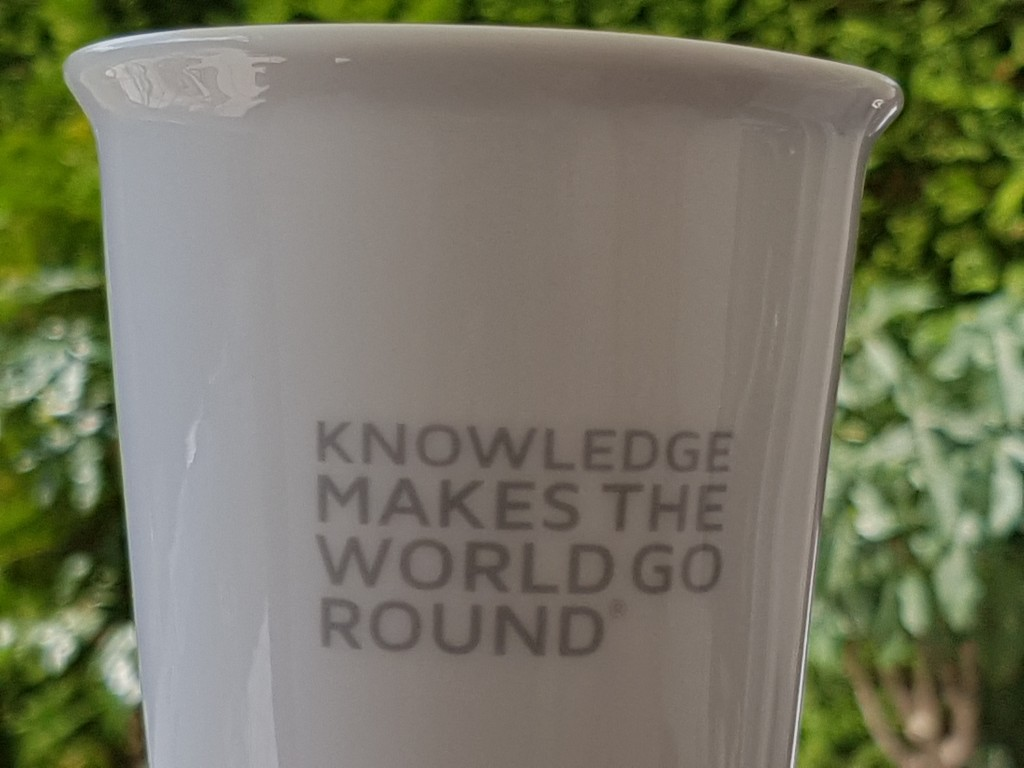 knowledge-keramiktasse